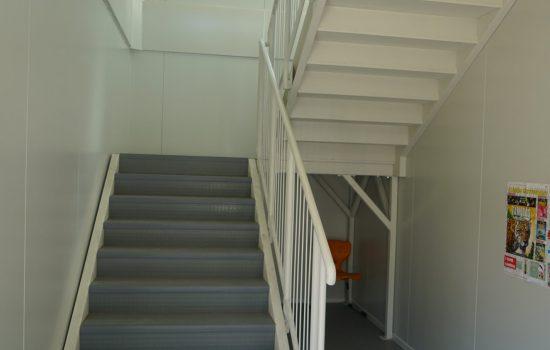 Konténer iskola, Ádám Jenő, lépcsőház